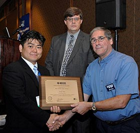 Seokjin Kim (left) receives the best student paper award at IEEE AUTOTESTCON.