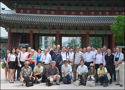 Workshop guests and organizers, including professors Peter Kofinas (back row, 9th from right) and Manfred Wuttig (back row, 15th from right) visiting Chang Deok Gung Palace in Korea.