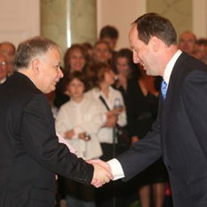 Dr. Skibniewski and President of the Republic of Poland, Lech Kaczyński at the award ceremony.