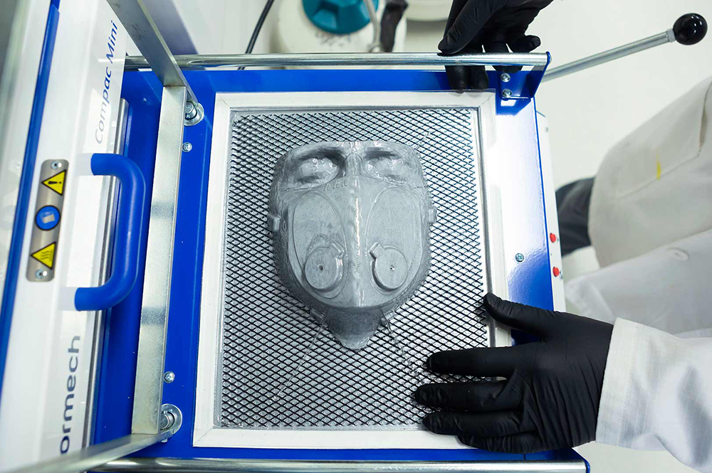 An engineer creates a molded respirator mask with the help of 3D printing. Photo: Stephanie S. Cordle