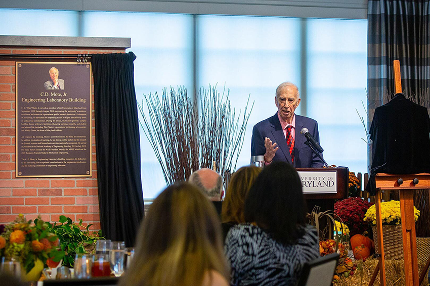"""C.D. """"Dan"""" Mote, Jr. speaks at University House during a celebration of the naming of the Incentive Awards Program and the Engineering Laboratory Building in his honor. Photo: Stephanie S. Cordle"""