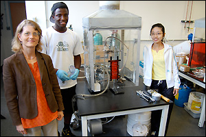Professor Sheryl Ehrman (left) in the lab with two of her advisees, rising junior ChBE major Kosi Aroh (center) and graduate student Chia-Ying