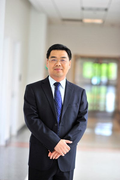 Sanhua engineer Hongzhou Dong joins CEEE research team. Photo by Alan Santos.